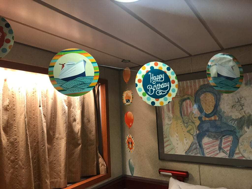birthday decorations inside cabin on cruise ship